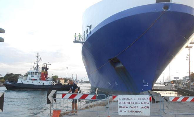 Banchina danneggiata dal traghetto, 3 milioni per ripararla