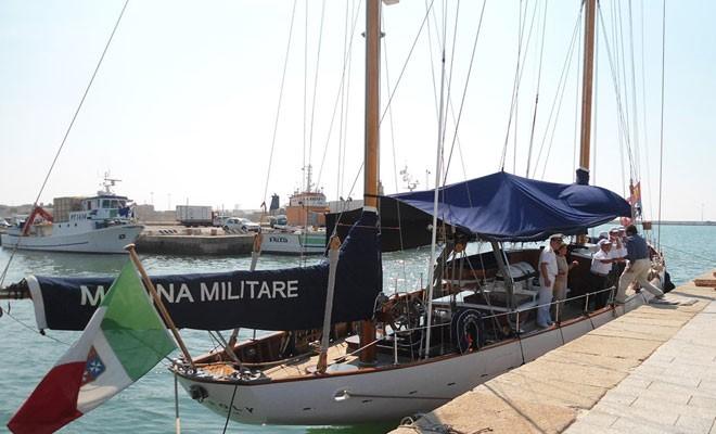 In porto la nave scuola Caroly della Marina Militare