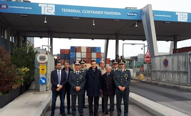 Il generale Gerli in visita al moderno controllo merci del Tcr