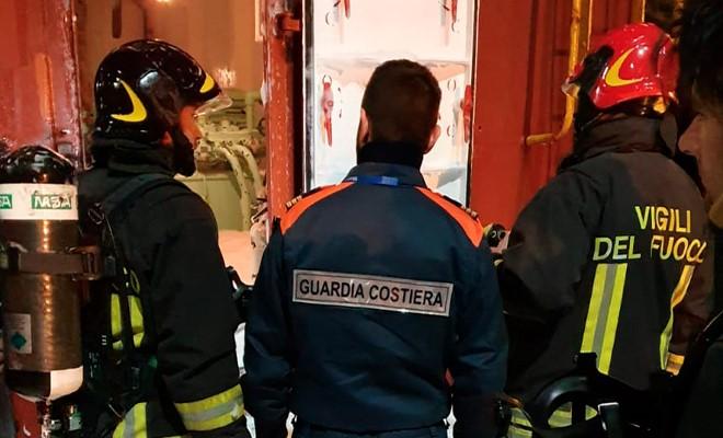 Incendio su portacereali, due feriti