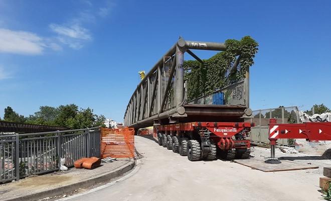 FERROVIE 1 / Iniziata la demolizione del ponte Teodorico