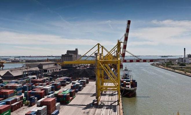 Venezia perde il 14,4% nel trimestre, Genova il 27,2% solo in giugno