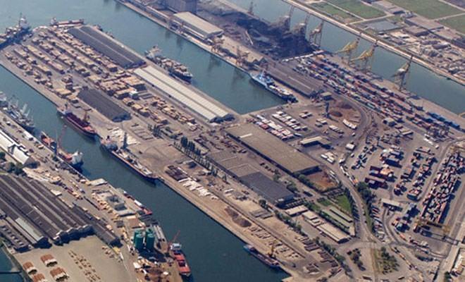 Il porto giuliano in calo del 14% nei primi sei mesi