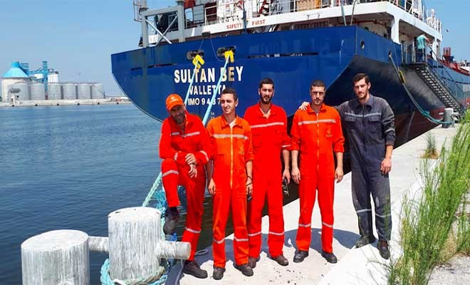 Trenta marittimi azeri costretti in porto fino a settembre