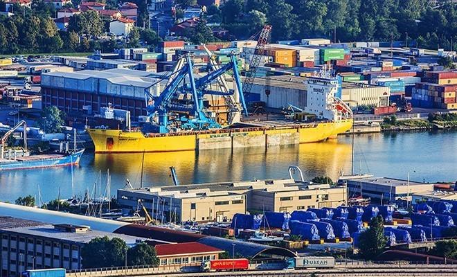 Porti italiani peggio di quelli del Mediterraneo