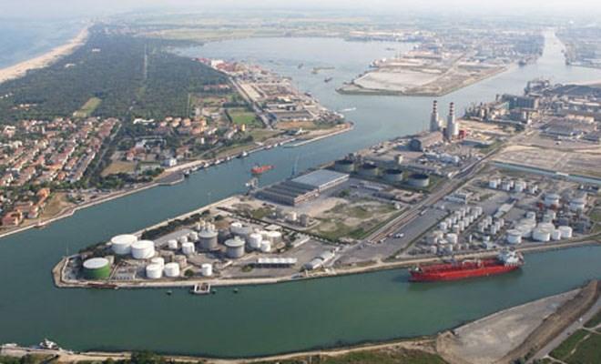 """La Cgil: """"Il governo decida sulla governance dei porti"""""""