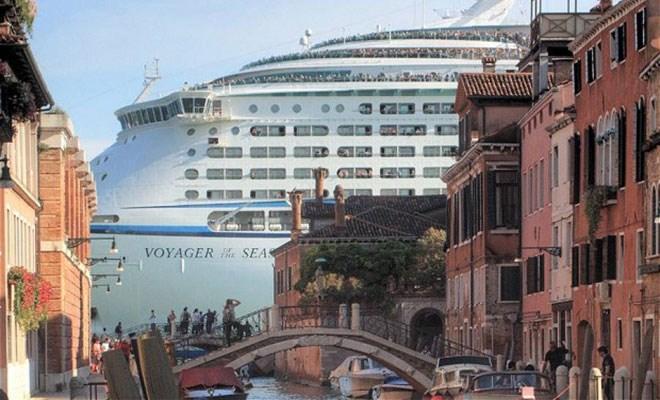 Venezia, stop alle grandi navi dal prossimo anno