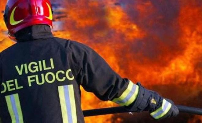 Violento incendio alla Docks Cereali